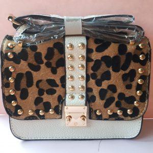 Trendy studs leopard